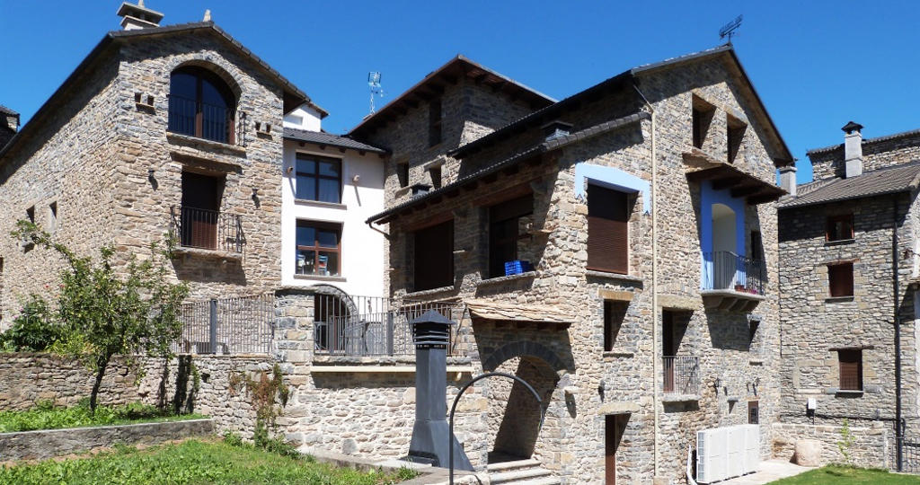 casa dieste apartamentos turisticos boltaña